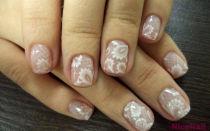 Кружевной дизайн — нежный маникюр на коротких ногтях